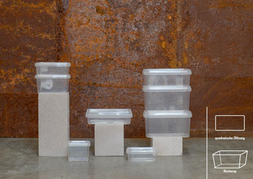 Rectacups stehen für Geradlinigkeit, lassen sich optimal stapeln und einfach befüllen. Der Vorteil dieser schlichten Becher liegt auch darin, dass sie sich platzsparend aufbewahren und verpacken lassen – praktisch und effizient.   Hinweis: Unser quadratischer Rectacup mit 360ml Füllmenge ist mit klappbarem und wiederverschließbarem Deckel erhältlich.