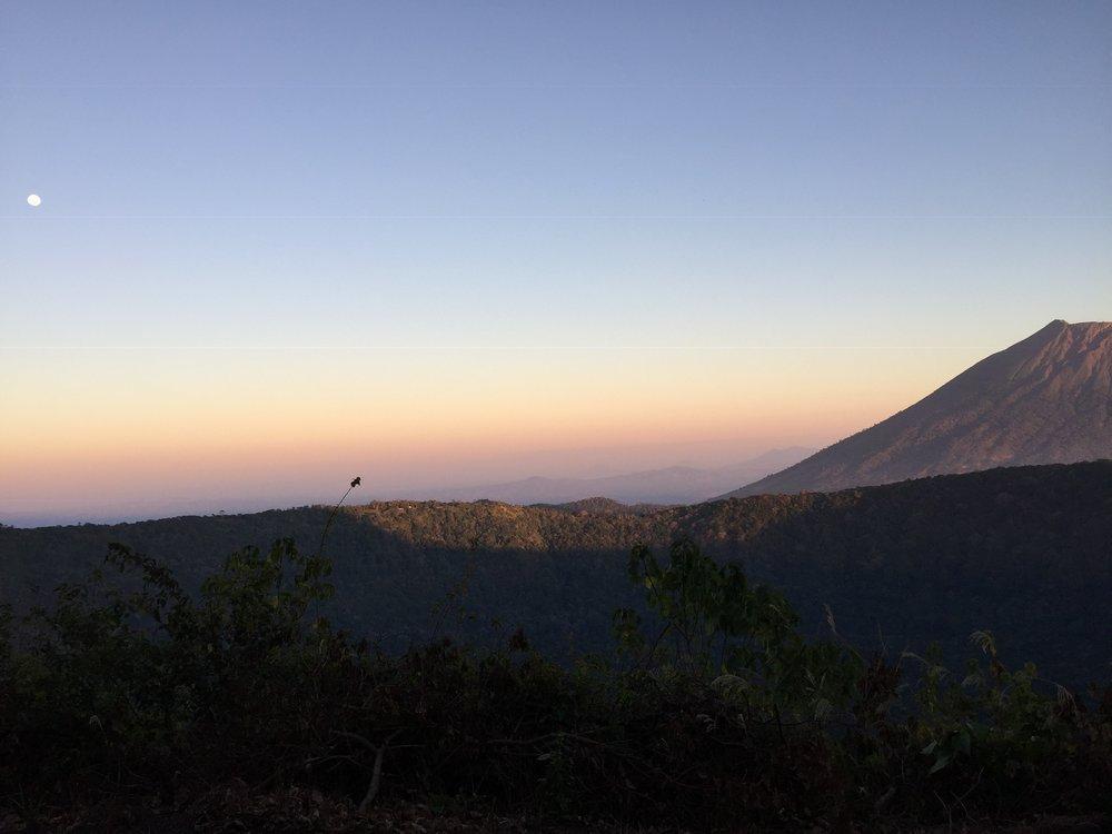 Links am Volcán de San Miguel vorbeiblickend. Foto: Noemi Gerhäusser für die © WEBER Packaging GmbH, 2019