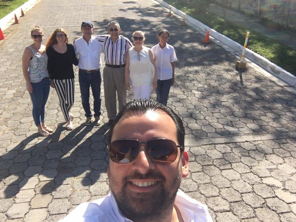 Familie Quintanilla auf dem Weg zum Wahllokal. Foto: Andrés Quintanilla für die © WEBER Packaging GmbH, 2019