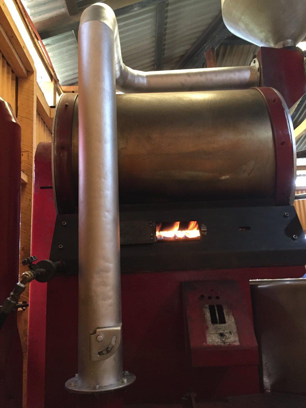 Außerdem wird die Trommel nicht durch Glühspiralen erhitzt, sondern durch Flammen, die durch Gas ausgelöst werden. Foto: © WEBER Packaging GmbH, 2019