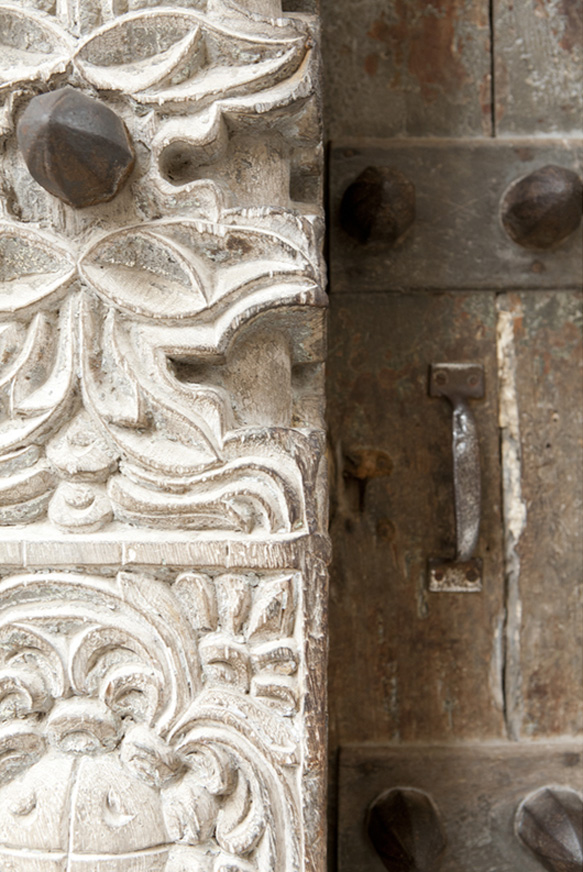 The bigger the wealth or the social position of itu0027s owner the larger and more elaborately carved their front door would be. & Zanzibar frames u2014 Lulu