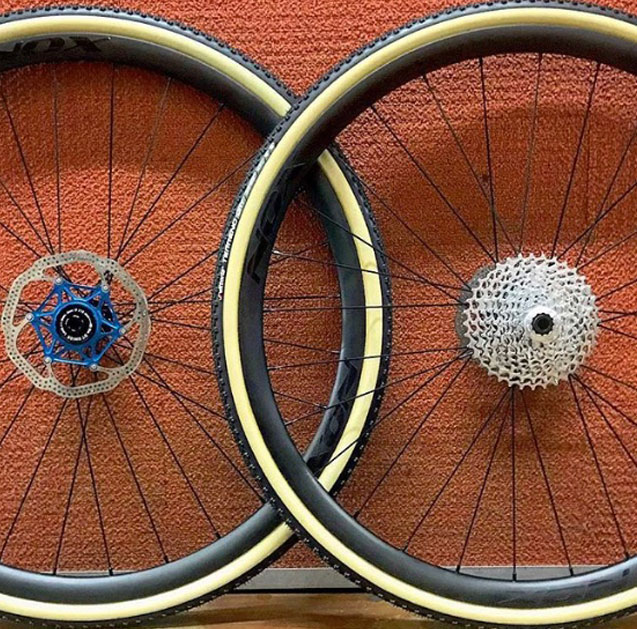 DT Swiss 240 hubs with Sapim CX-Ray spokes & NOX Composites tubular rims