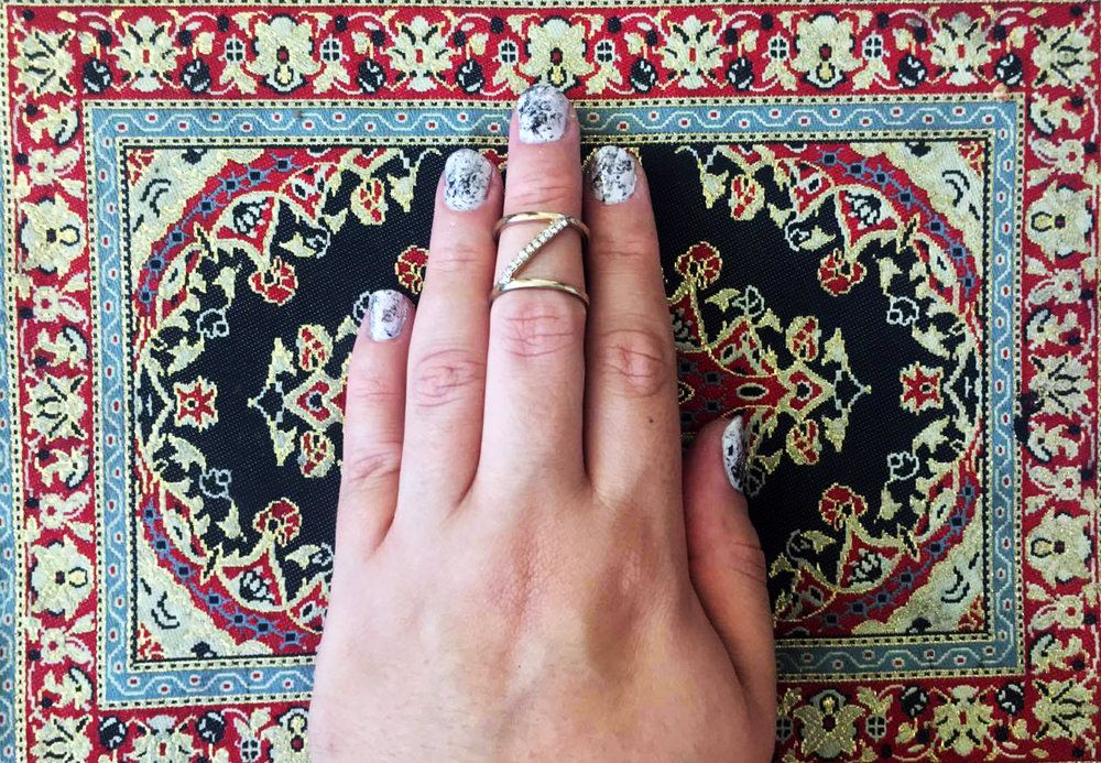 Paso 4: Termina con el top coatpara que dure tu mani y tenga brillo que lo haga resaltar. :)