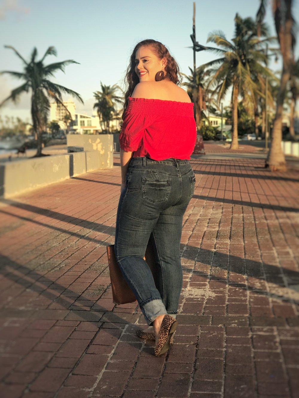 Faded Horizon Top  &  Ladies Mid Rise Jeans