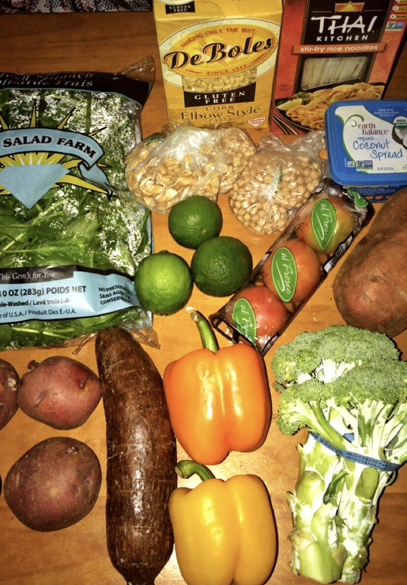 The purchase totaled $ 44.11. The potatoes were a package, but I had already started putting away the groceries when I realized that I had not taken the photo. 😂 In the bags there are 1/2 pound of cashews and 1/2 pound of chickpeas (1/4 had already soaked it and it is not in the photo). Chickpeas soak overnight or in an hour, learn to do that  here . The cashews are better in Costco because they yield much more (2.5 lbs.) And come out a little cheaper, unless you put them on sale in Freshmart, there I take advantage of the sale. Do you want to save even more? Buy in small markets or in vegetable stands, which you find in every corner here in Puerto Rico.