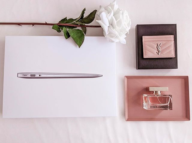 So excited to be teaming up with some of my favorite blogger babes for this amazing GIVEAWAY! 🎉💖 You have the chance to win...💖+A MacBook Air + An YSL cardholder in this seasons hottest color + A D&G perfume . . All you need to do is go to the account @BoutiqueBloggers - Follow all the accounts they are following and comment on their latest posts! THAT'S IT!! Stay tuned for bonus points! .  Ends 04/27. Winner will be announced 4/29 2pm EST.  This contest is not associated with Instagram, Inc. Entrants 18 years of age, in the USA and agree to Instagram's terms of use. No purchase necessary. For official rules visit @boutiquebloggers link in bio #BB0419
