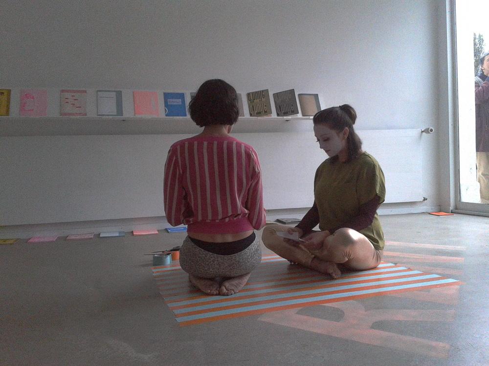 Anne Sylvie Henchoz, Chorégraphie en forme de cadre, perf  ormance   view, Usine Kugler, Genève, 2013,  collaboration with Charlotte Herzig.