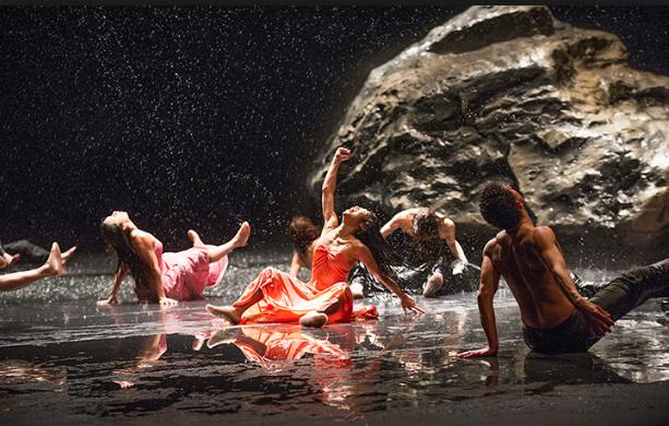 Tanztheater Wuppertal -Pina Bausch