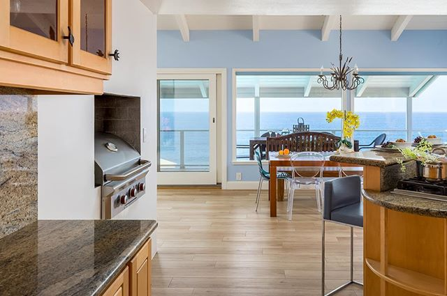 Some people have the latest technology... then some people have a built-in grill in their kitchen. 😜 • • #realestatephotography #sandiegophotographer #residentialarchitecture #residentialphotography #luxuryhome #luxuryhomedesign #sandkaslimaging #oceanviews #oceanvibes