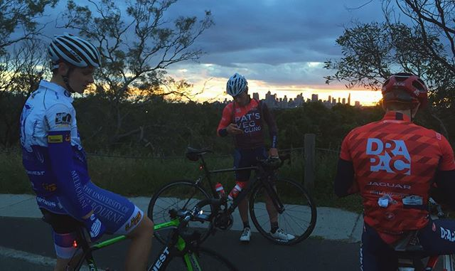 MUCyc's #hotboyzofcycling (@mtsammyb and @cyrusmonk) and alumni @baacanty checking out the #sunset after some tough crit racing at HCC yesterday. 🌆 . . . . #mucyc #unimelb #unimelbracing #melbunisport #fondriest #whos_ya_nemisis #hcc #critracing #view #boulie #yarraboulevard #sunset #skyfire #skybro #wymte #latergram #whyweride #fromwhereiride #wurundjerispurlookout @hawthorncycling