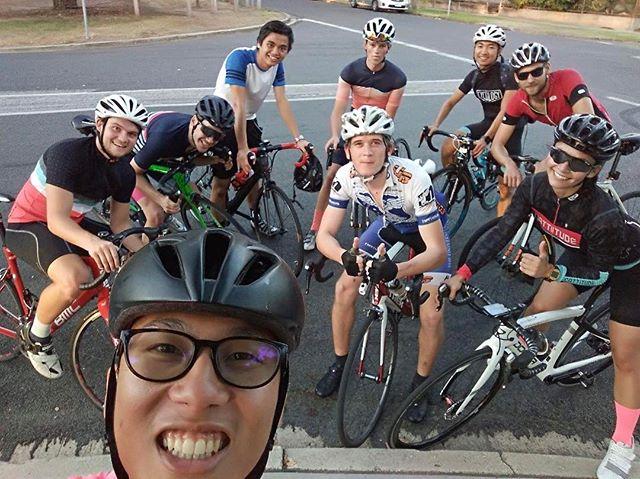MUcyc on the Yarra Boulevard 📷 @chiuingstem #boulie #mucyc #whereweride #wymte #bikes #lightbro #melbourne #comeridewithus