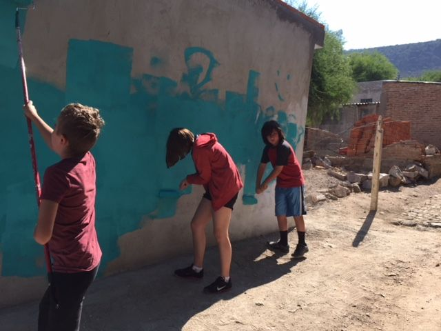 One Saturday morning, Coconut and J were excited to get out of bed and go with friends to paint a house in the  campo .  The task was organized by a local charity - Casita Linda.  The paint job looked better than this by the time they were done.