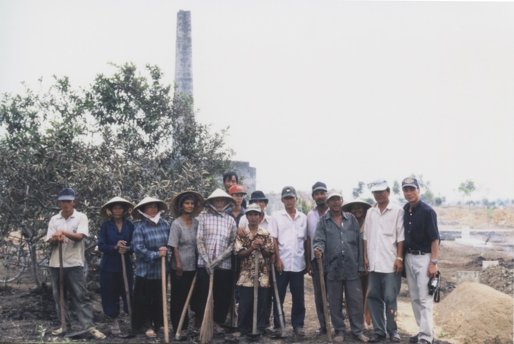 South VN Cemetery - Volunteers.jpeg