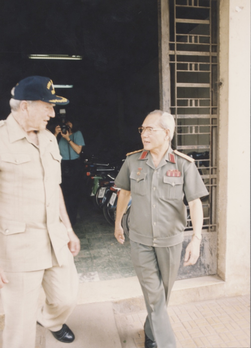 General Giap and General Tra 1994.jpeg
