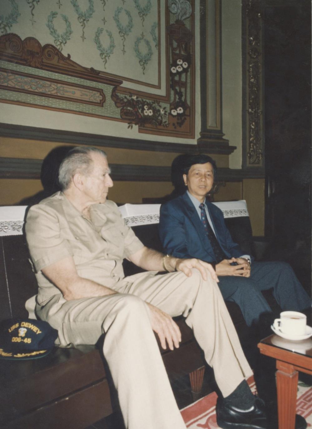 Meeting with Admiral Zumwalt - 10.jpeg