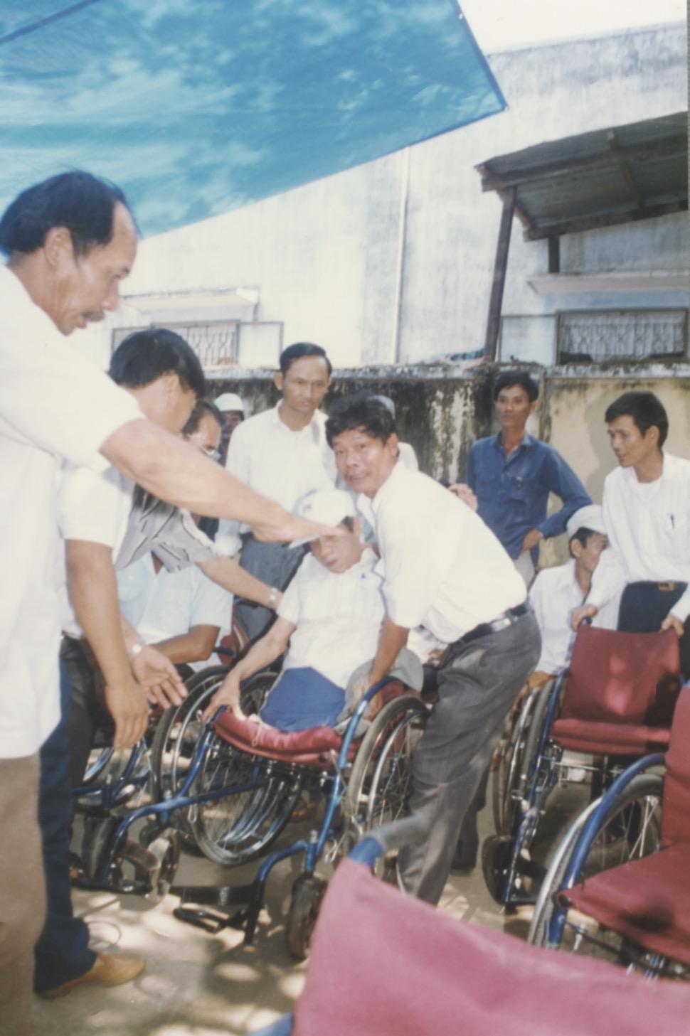 VNAH 1995 Amputees - 67.jpeg