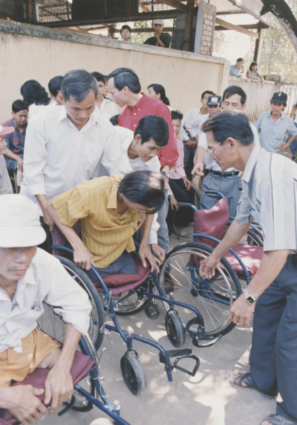 VNAH 1995 Amputees - 93.jpeg
