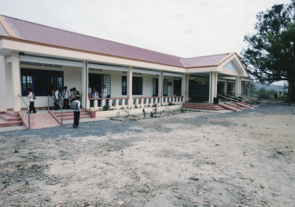 Opening Ceremony for a Primary School in Kontum Prov. (Central Highland) 2008 - 05.jpeg