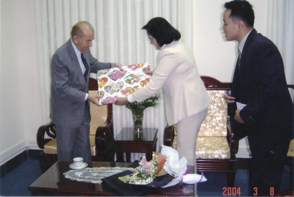 VNAH 2004 Meeting With MOLISA - 09.jpeg