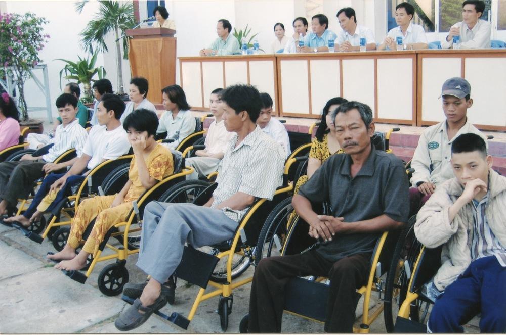 VNAH 2004 Amputees - 08.jpeg