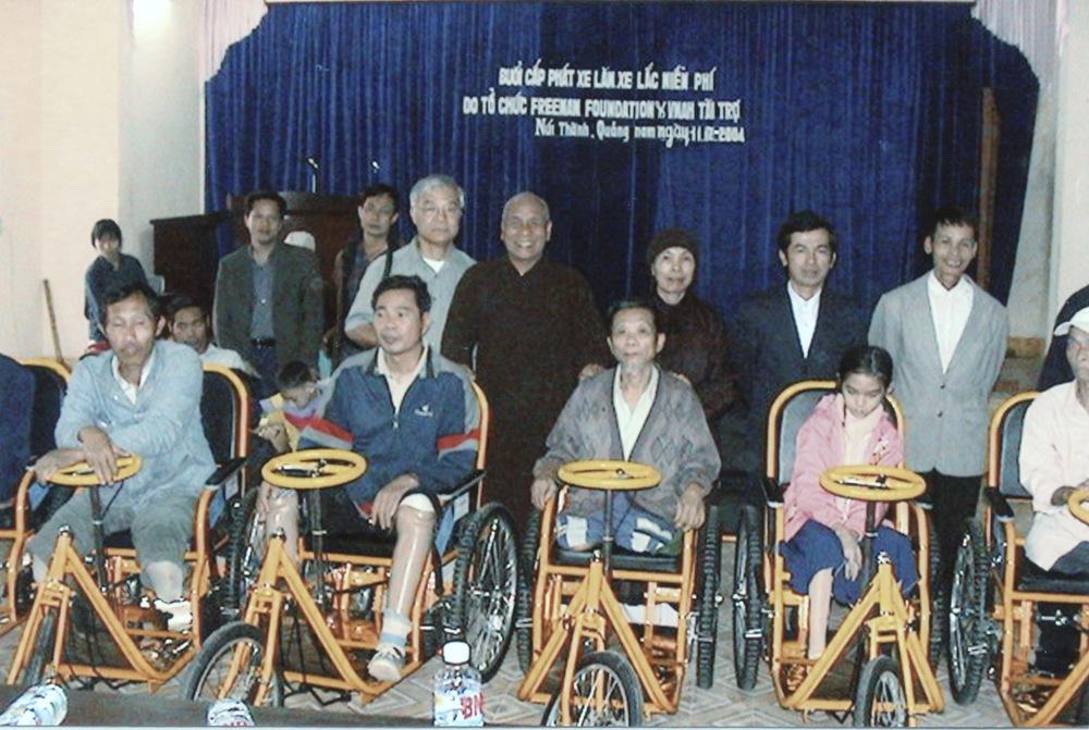 VNAH 2004 Volunteers - 01.jpeg