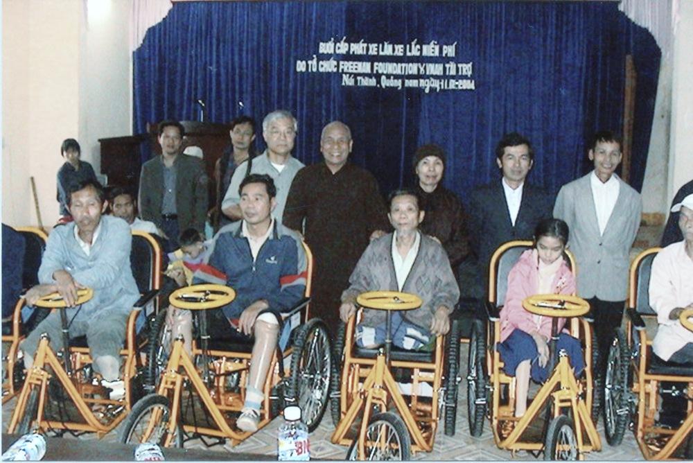 VNAH 2004 Volunteers - 03.jpeg