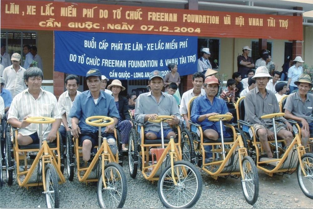 VNAH 2004 Volunteers - 05.jpeg