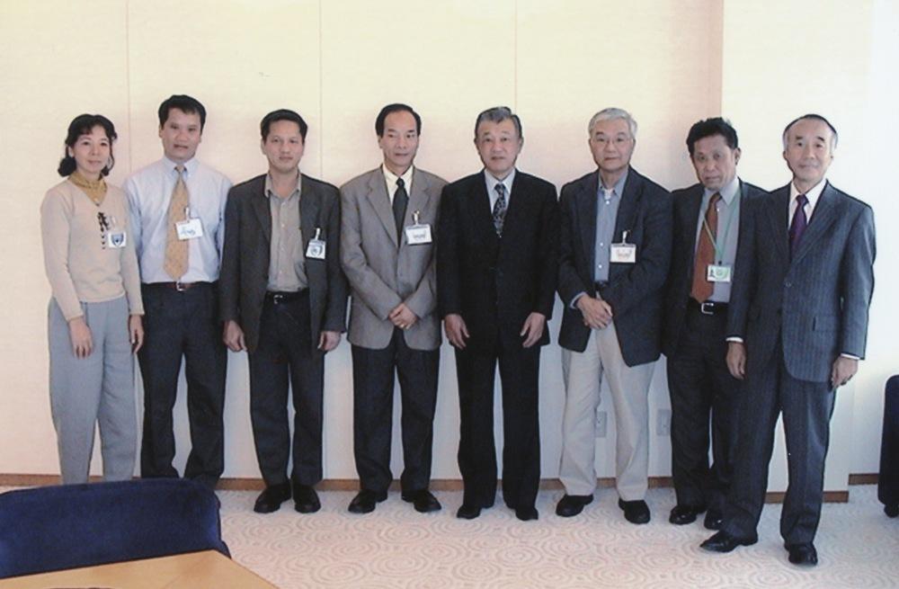 VNAH 2004 Volunteers - 08.jpeg