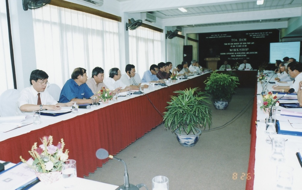 VNAH 2004 NGO Law Workshop - 04.jpeg