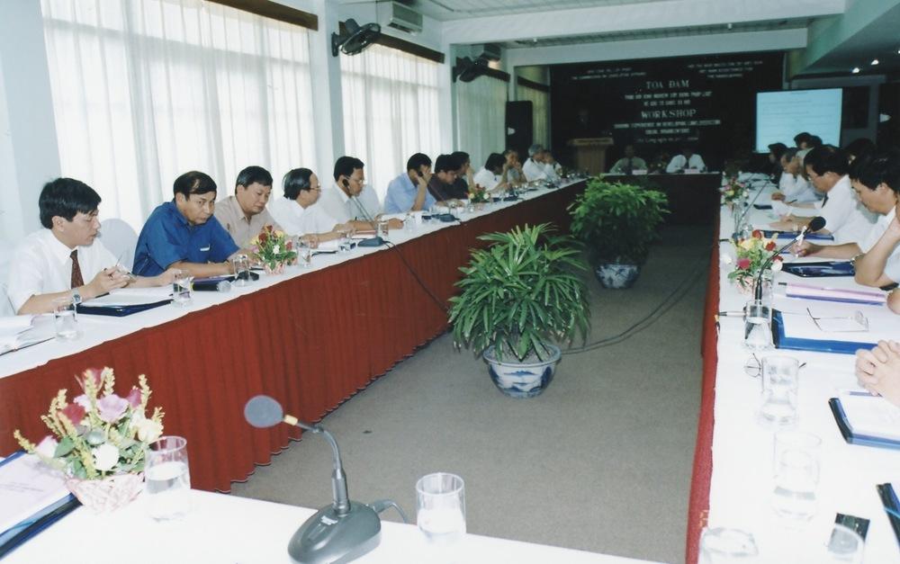 VNAH 2004 NGO Law Workshop - 03.jpeg
