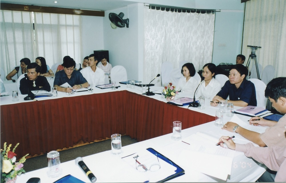 VNAH 2004 NGO Law Workshop - 06.jpeg