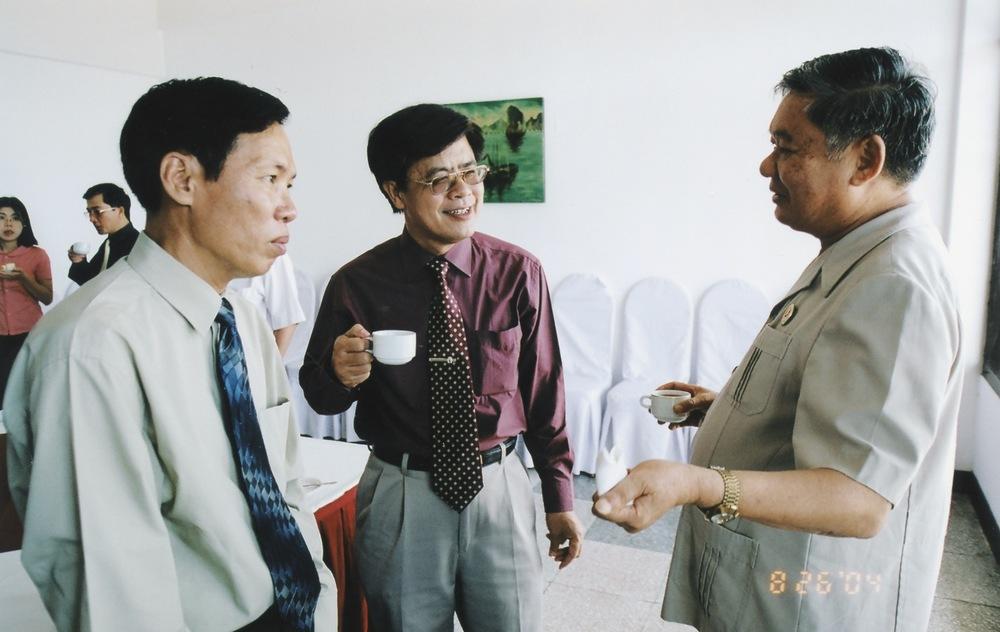 VNAH 2004 NGO Law Workshop - 07.jpeg