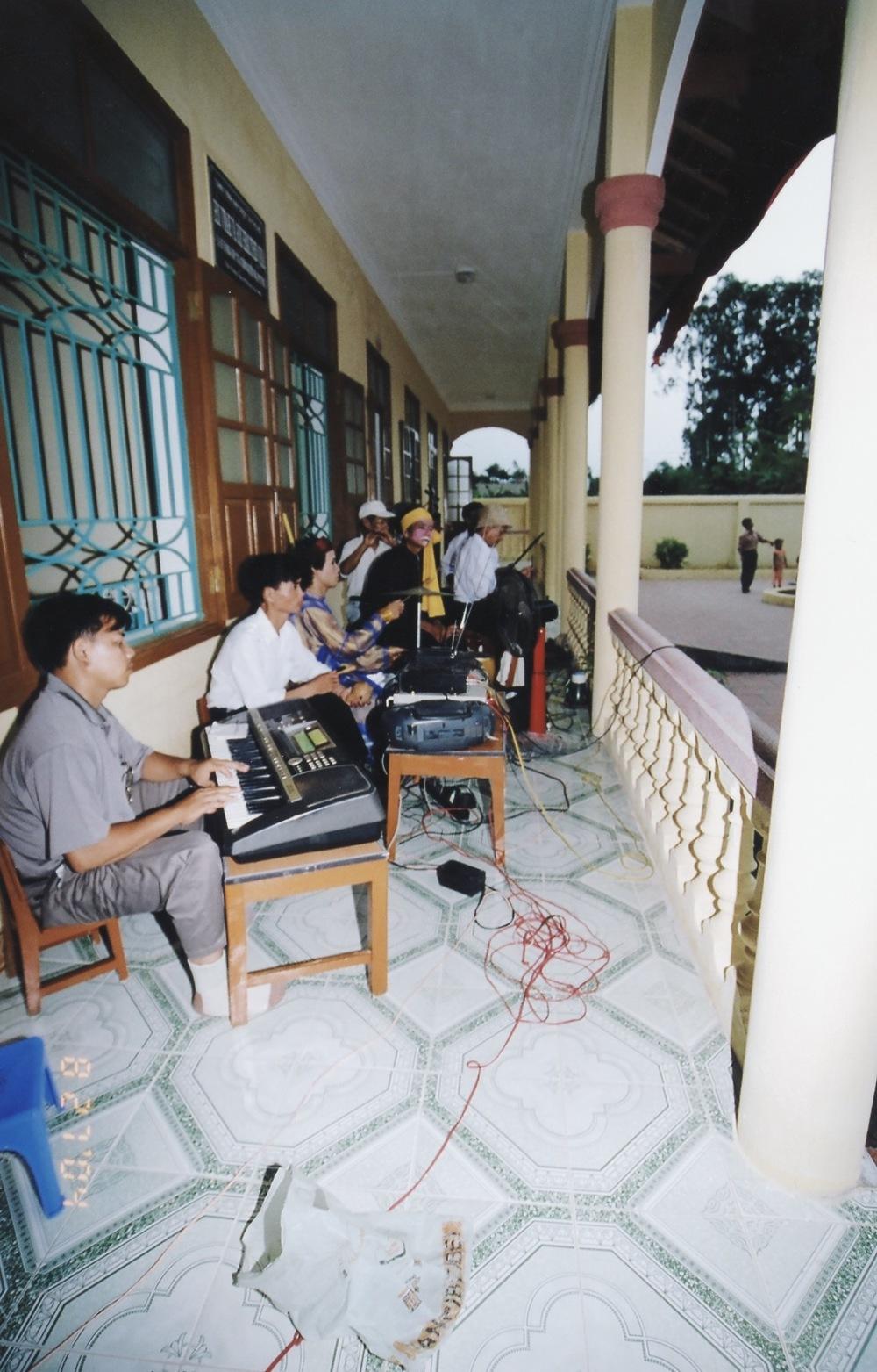 VNAH 2004 NGO Law Workshop - 29.jpeg
