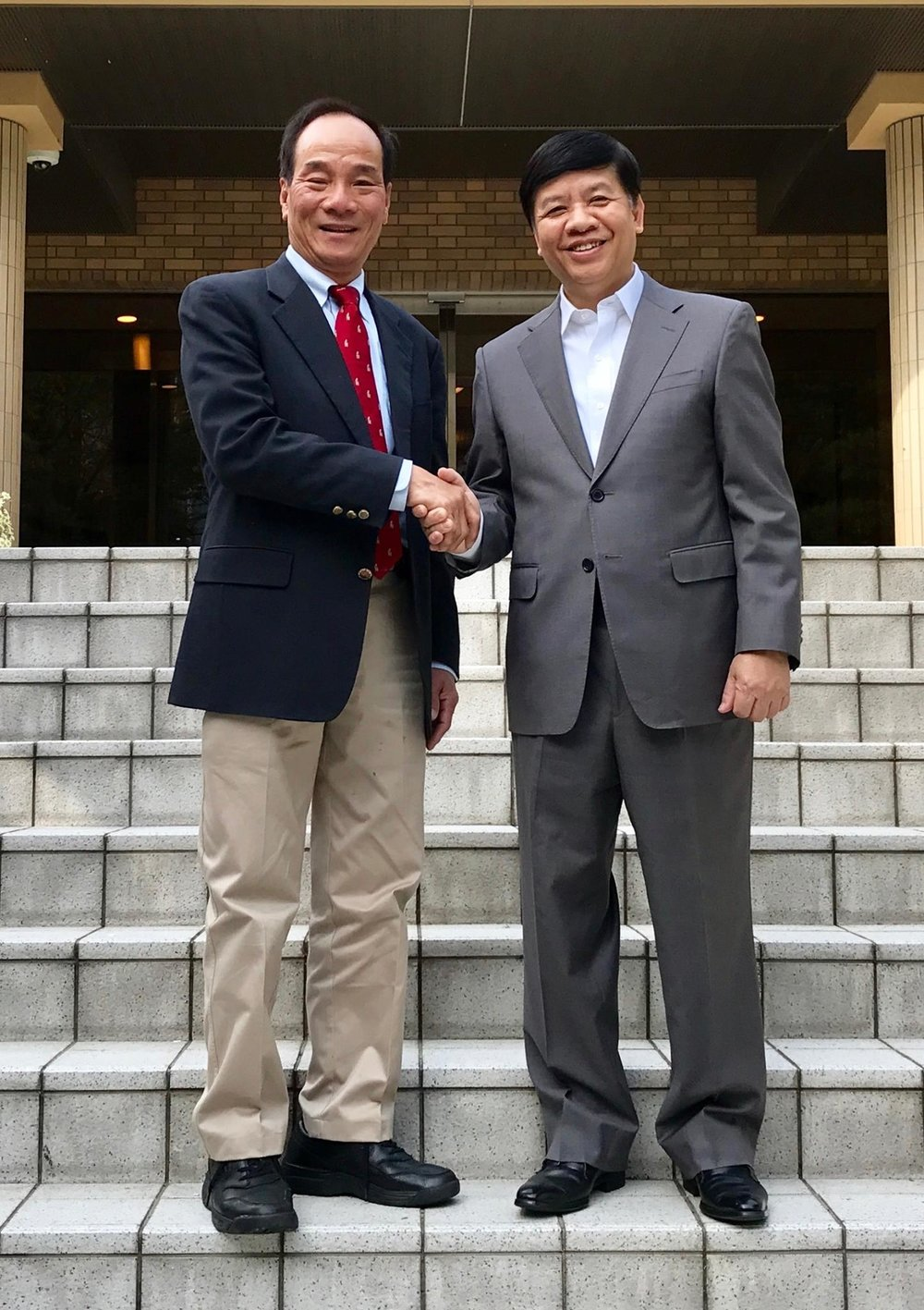 Ca Tran (left), Vietnam Ambassador to Japan, Deputy Minister of Foreign Affairs Nguyen Quốc Cường