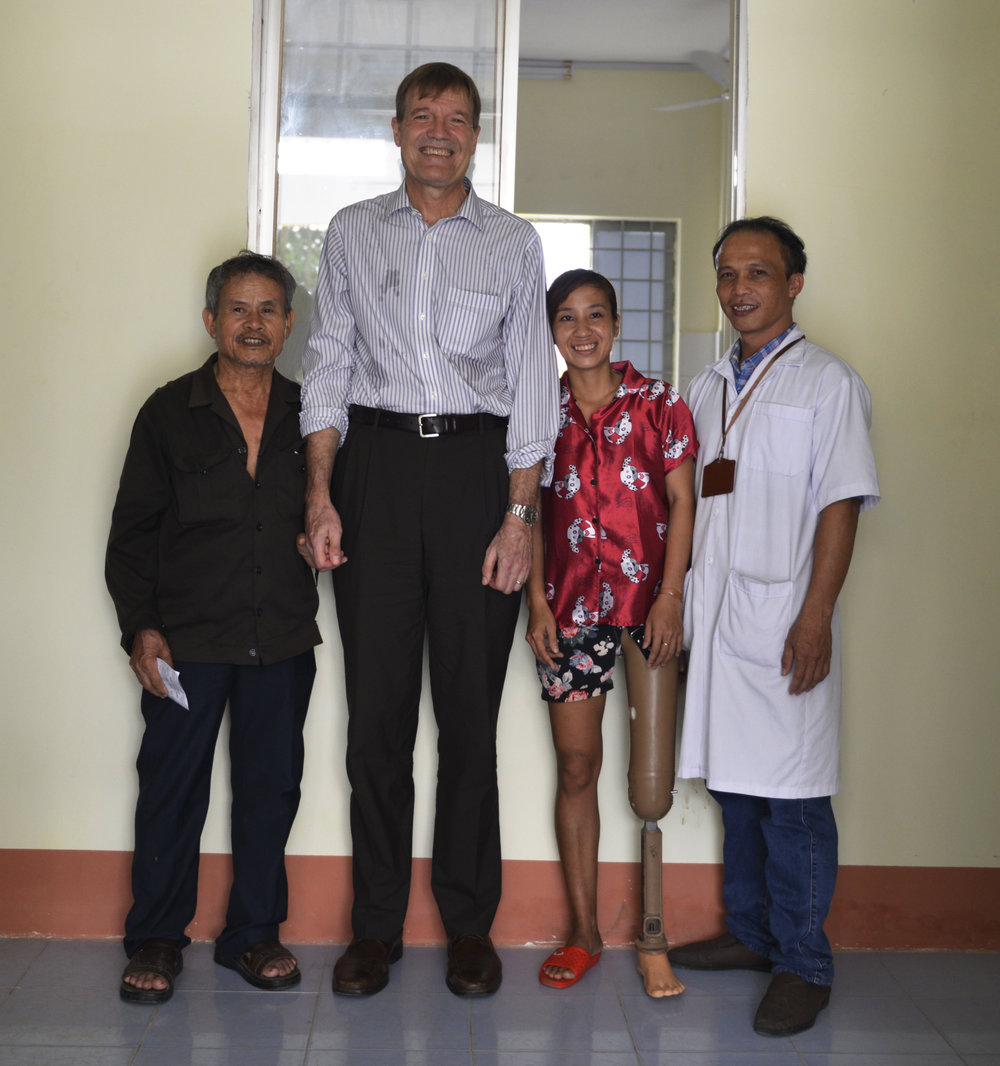 Mr. Michael Green, USAID/Vietnam Mission Director visits the rehabilitation department in Binh Phuoc Province.