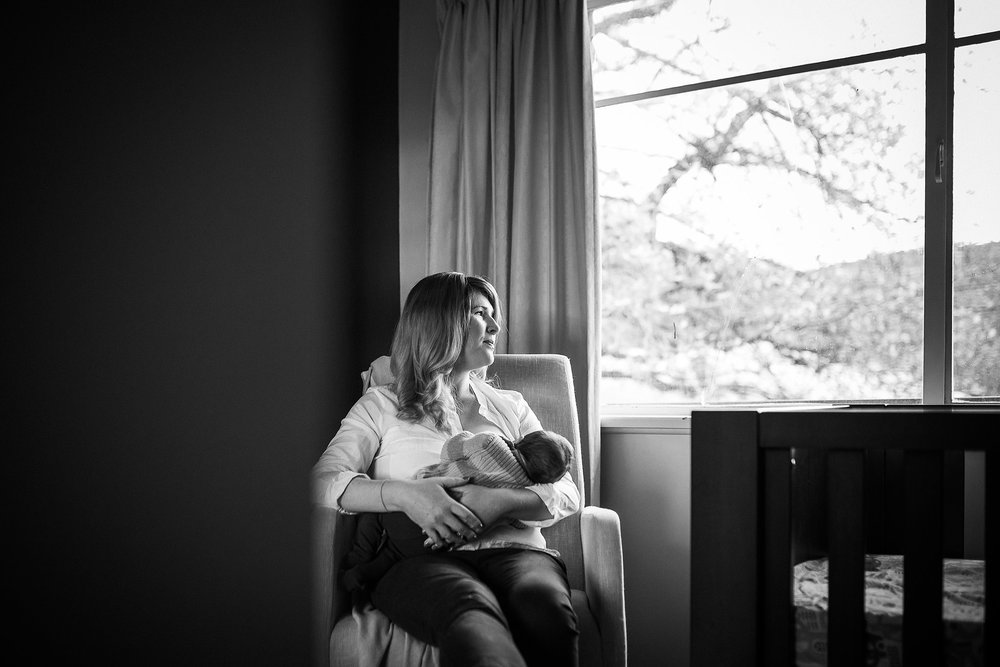 newborn-baby-in-home-family-photography-albury-wodonga-north-east-victoria (5).jpg