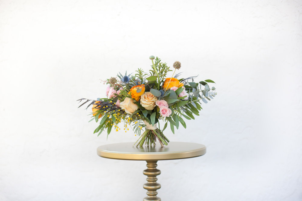This brilliant and elegant bouquet has a outstanding organic look!