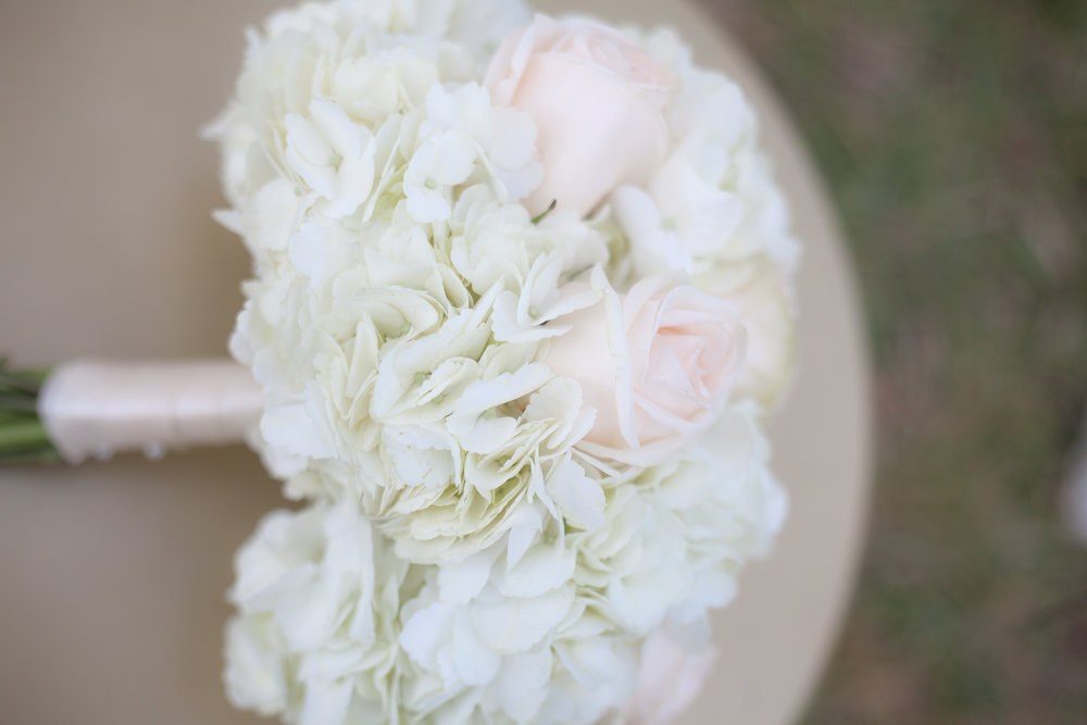 And if simplicity is your way to go, I say this bouquet is gorgeous!