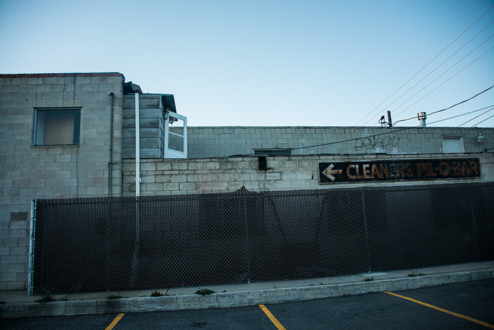 9/25/2018: The side of Vogue Cleaner's, where in 2008 I photographed a sign that used to be there.