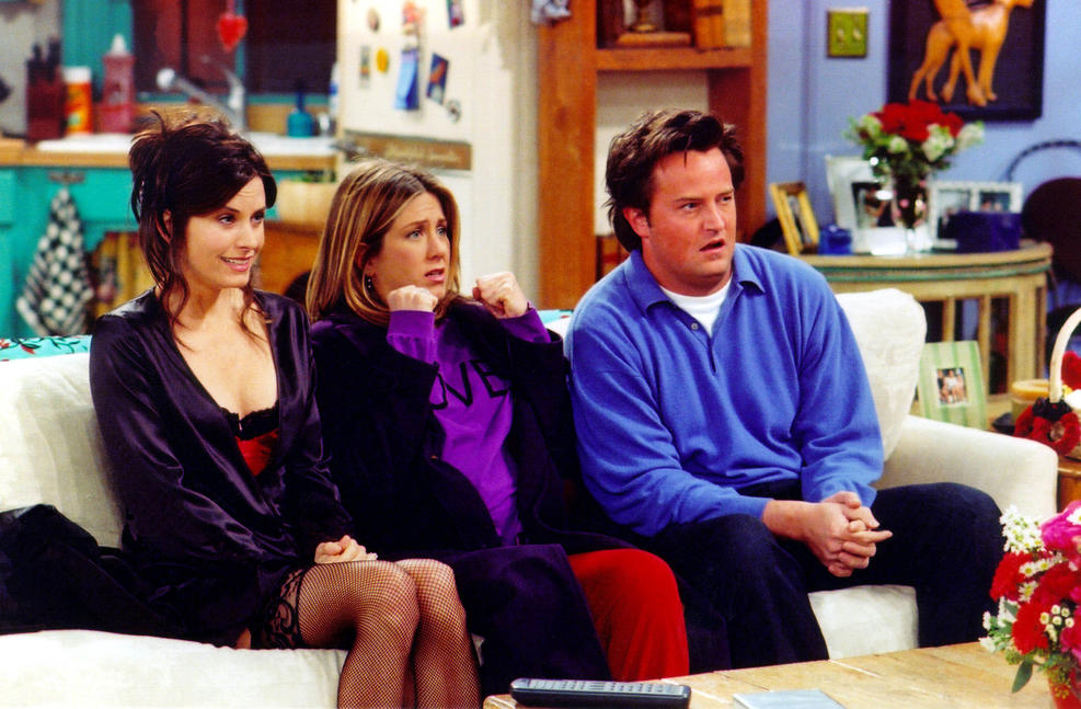 "Getty Images.  Actors Courteney Cox Arquette (L), Jennifer Aniston (C) and Matthew Perry are shown in a scene from the NBC series ""Friends""."