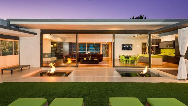 MICHAEL McNAMARA/THEPARTNERSTRUST  There's a Zen-like simplicity to the outdoor entertaining areas.