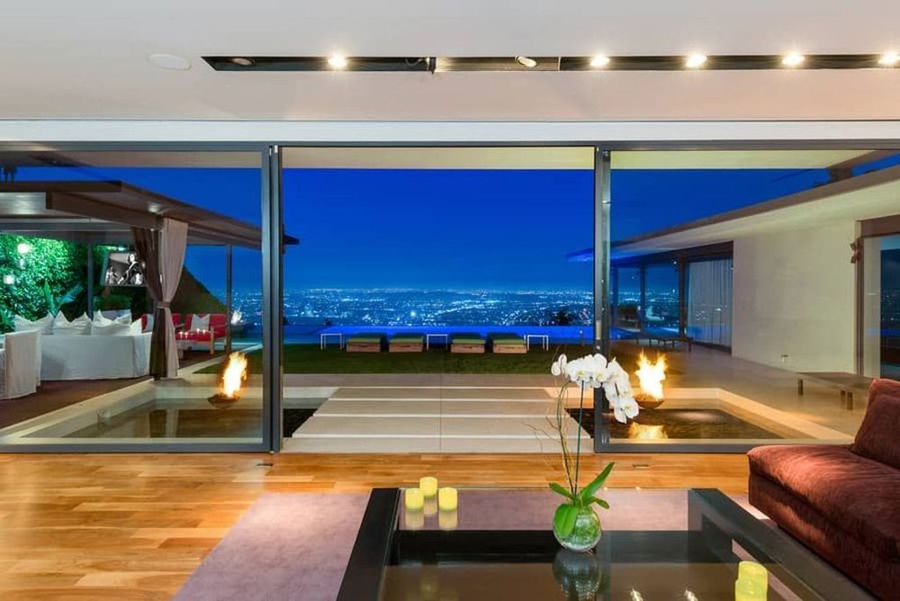 It's rather contemporary. Zillow