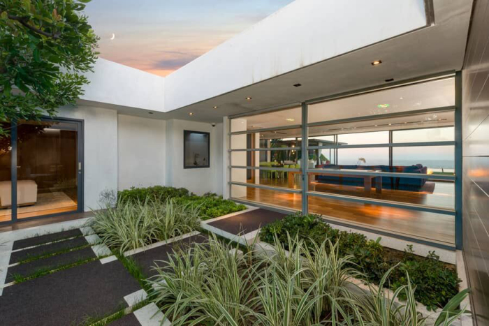 matthew-perrys-flawless-sunset-strip-contemporary-can-be-yours-for-a-mere-13-5m2.jpg