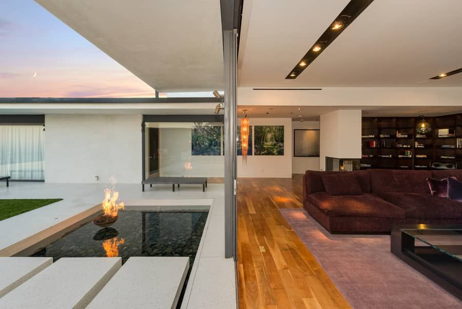 Matthew-Perry-Hollywood-Hills-House-For-Sale-Fire-Pit.jpg