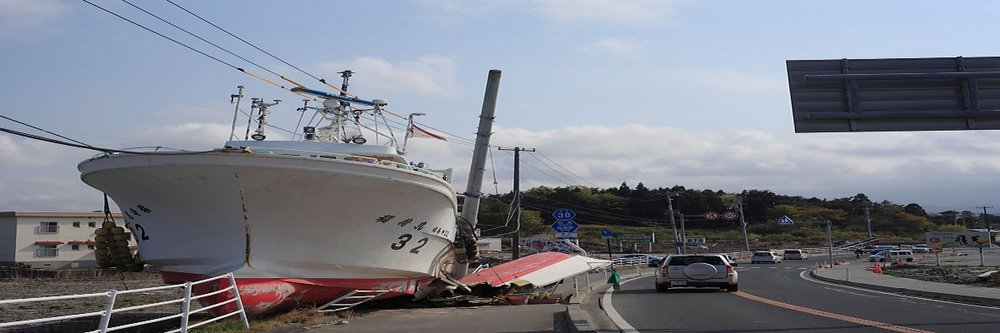 Fukushimaprefecturai_and_Miyagiprefectural_38_Soma_Watari_on_the_Ship_stranded_by_the_tsunami_Soma,_Fukushima.jpg