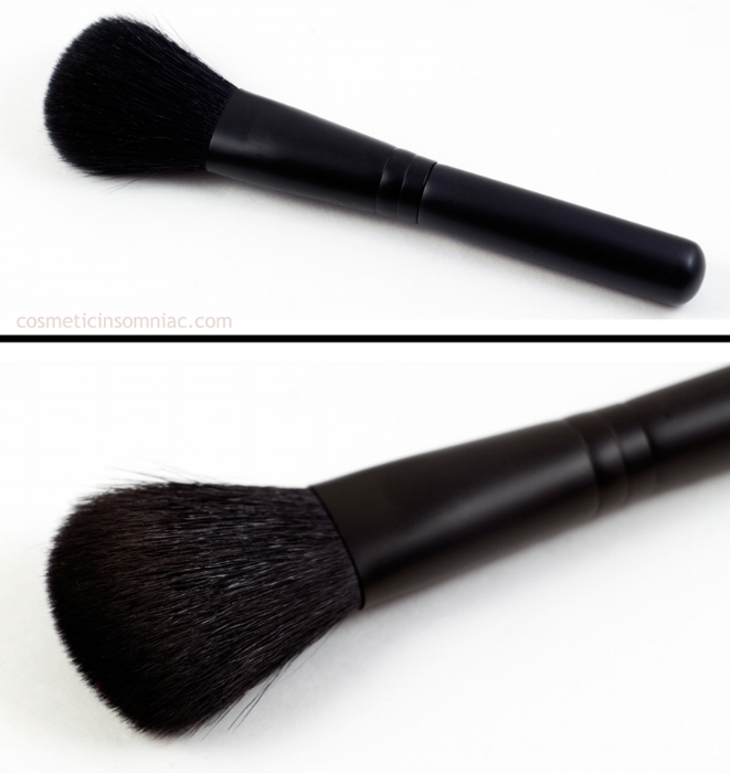 MAC Look In A Box  Face Kit / Natural Flare   116SE  Blush Brush  Made in China