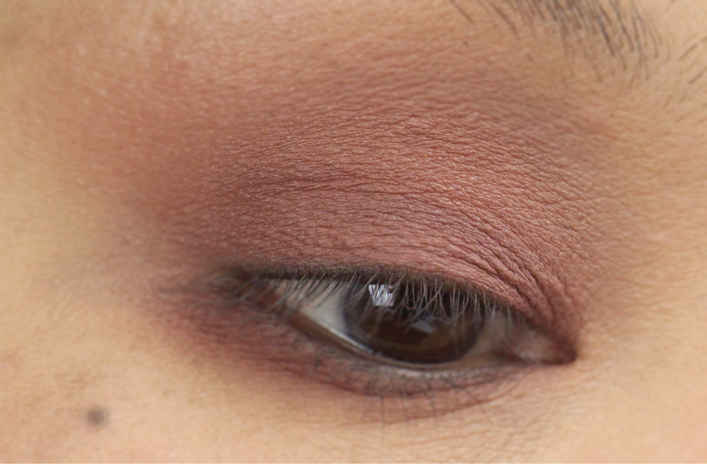 1-shu-uemura-la-maison-du-chocolat-framboise-berry-eyeshadow-palette-swatches.jpg