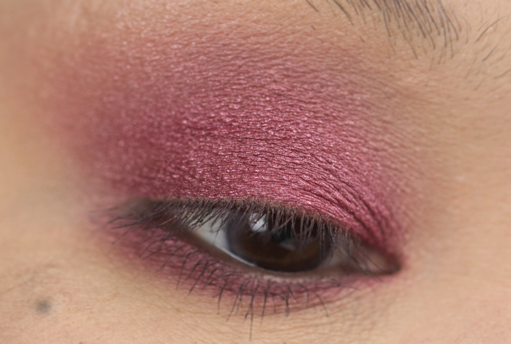 3-shu-uemura-la-maison-du-chocolat-framboise-berry-eyeshadow-palette-swatches.jpg