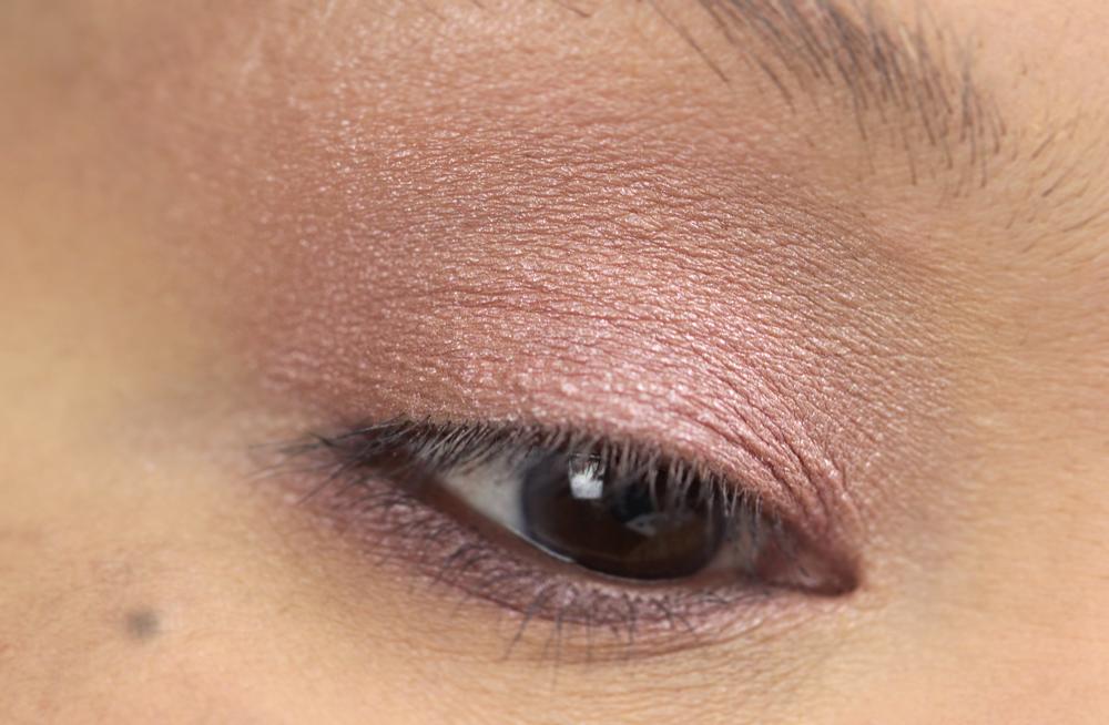 4-shu-uemura-la-maison-du-chocolat-framboise-berry-eyeshadow-palette-swatches.jpg
