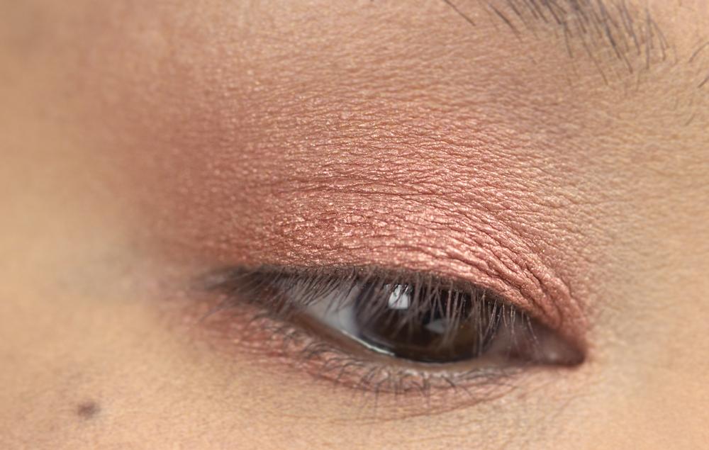 5-shu-uemura-la-maison-du-chocolat-framboise-berry-eyeshadow-palette-swatches.jpg